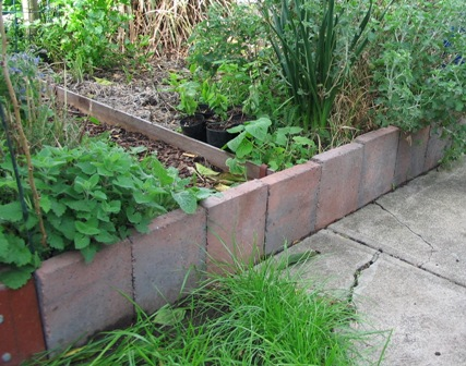 Raised garden beds deep green permaculture for Raised border edging