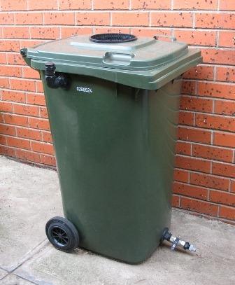 Self-Cleaning Wheelie Bin Water Tank